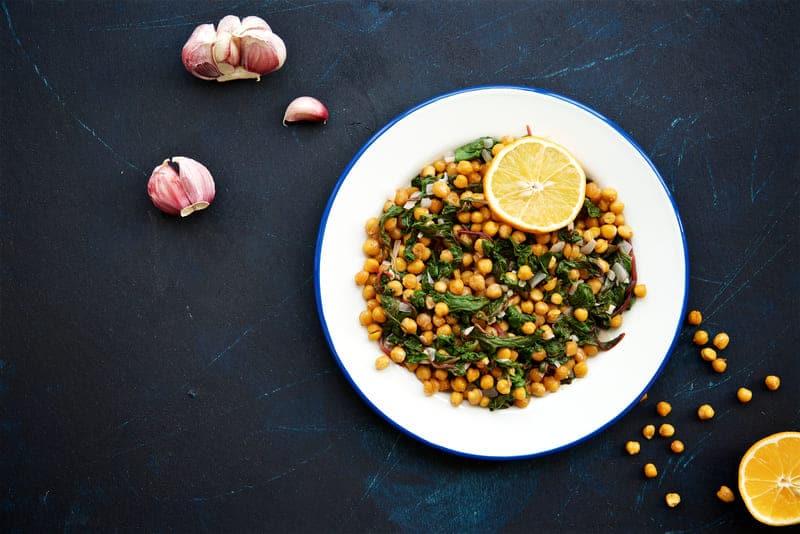 Salade tiède de pois chiches et blettes